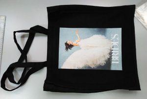 Un échantillon de sac noir d'un client britannique a été imprimé par une imprimante textile dtg