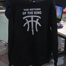 Échantillon d'impression de pull noir avec l'imprimante WER-D4880T de t-shirt A2