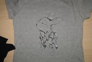 Exemple d'impression de t-shirt gris par l'imprimante de t-shirt A2 WER-D4880T