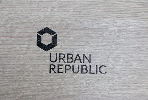 Impression de logo sur les matériaux en bois par WER-D4880UV